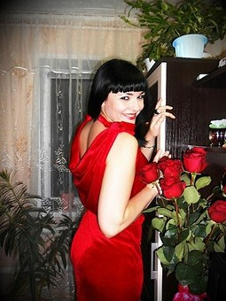 Работа с названием девушка в красном))