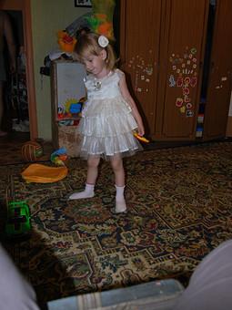 Работа с названием Праздничное платье для дочки