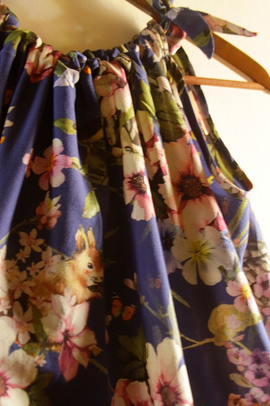 Платье ссовами ибелками дляфеечки