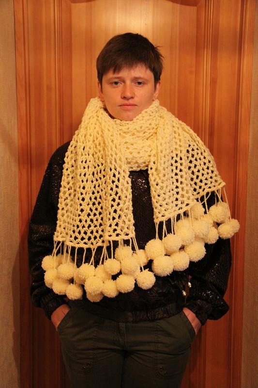 шарф спомпонами