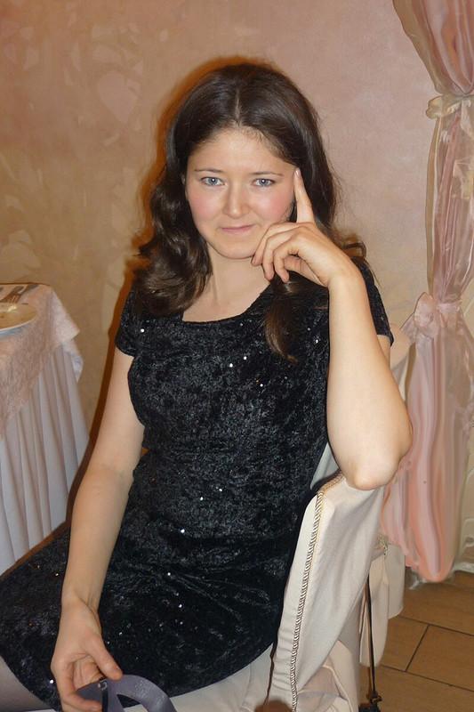 Маленькое чёрное платье спайетками.