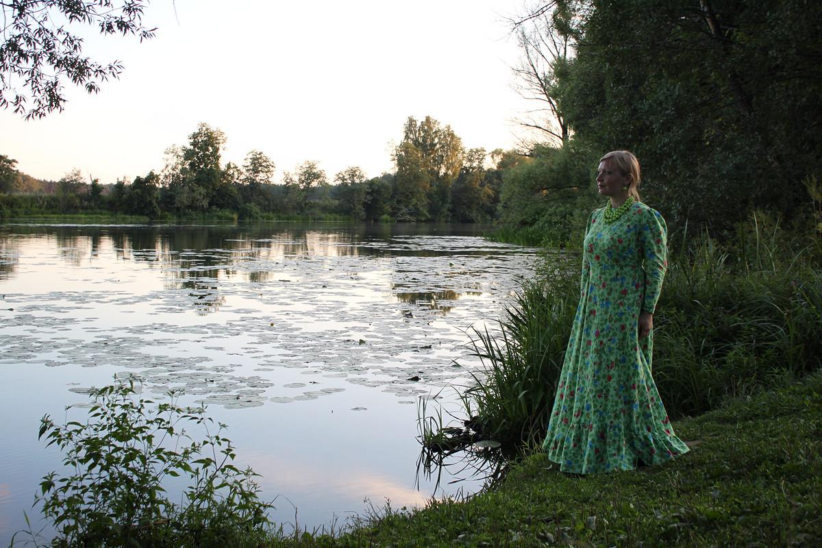 влюбленная врусское платье