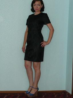 Работа с названием Маленькое черное платье .