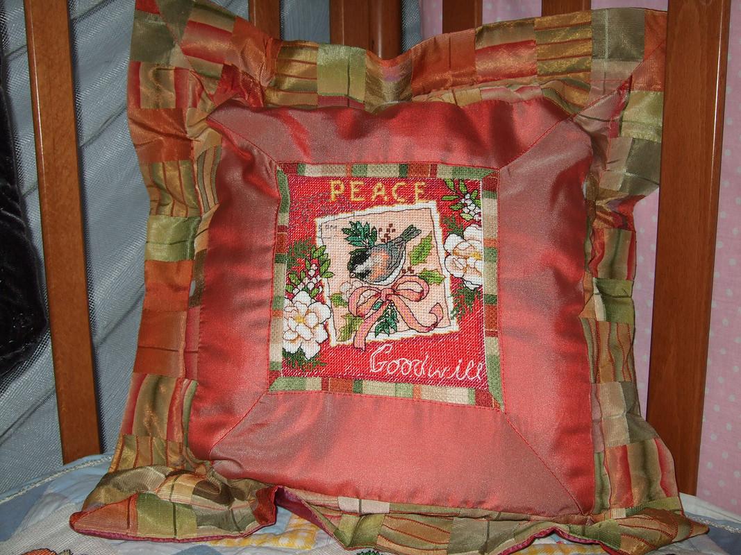 новогодние подушки свышивкой