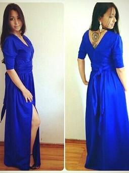 Работа с названием Глубоко-синее платье
