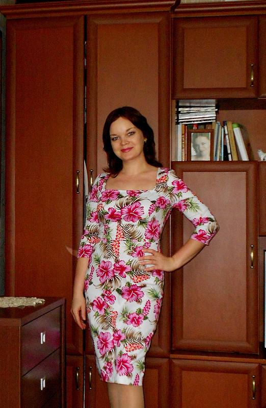 Платье сфуксией