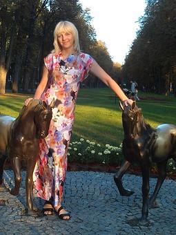 Работа с названием Любимые орхидеи на платье