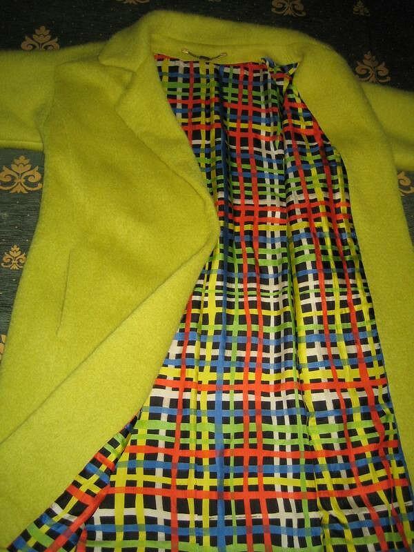 пальто цвета лайма