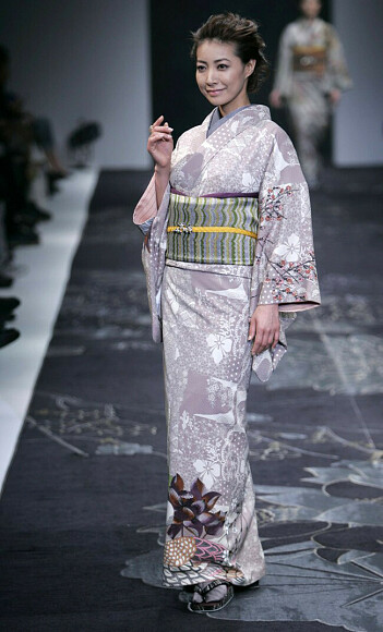 Японский стиль вчера исегодня: кимоно, пояс оби, плотный шелк дюпон