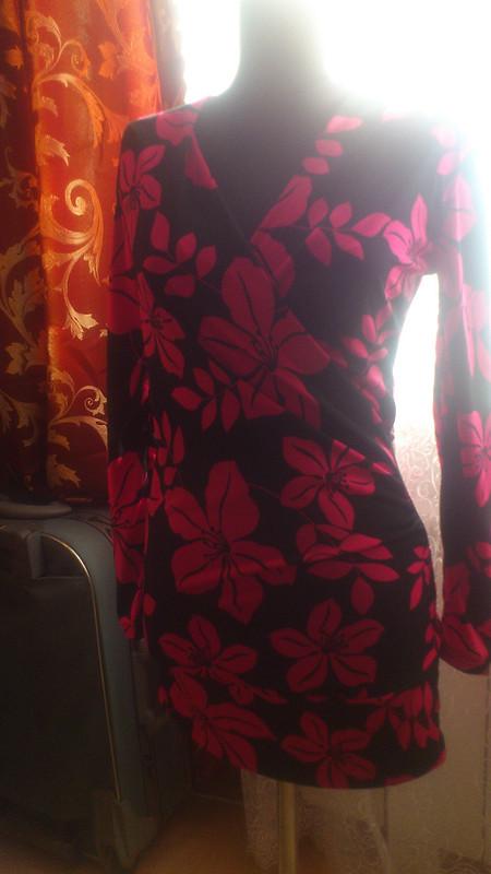 Мини-платье сэффектом запаха