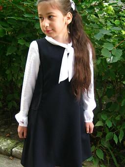 Работа с названием Продолжение школьной темы: сарафан школьный + блузка.