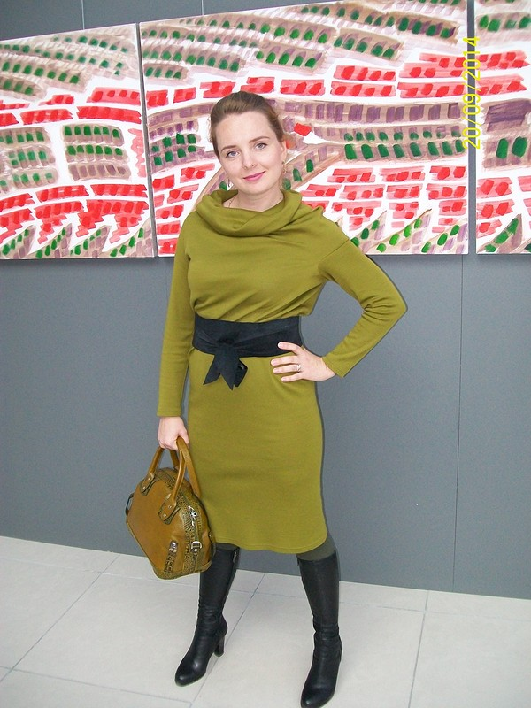 Оливково-зеленое платье