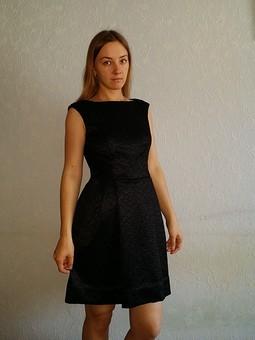 Работа с названием Платье с интересной спинкой