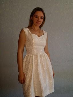 Работа с названием Молочное платье