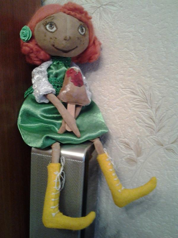 Ещё одна рыжая туквоголовая куколка.