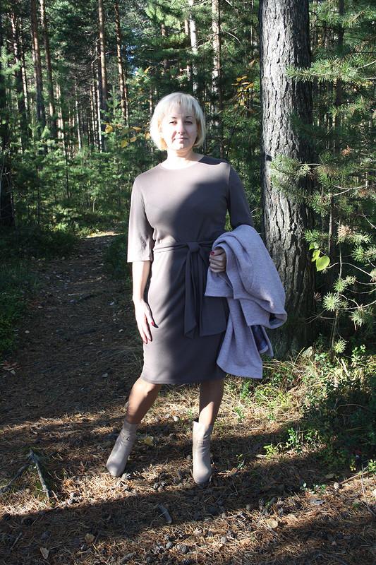 Платье универсального цвета