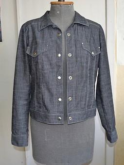 Работа с названием Джинсовая куртка