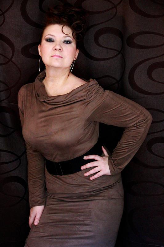 Платье цвета трюфеля