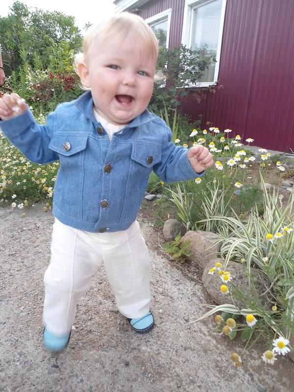 Брючки иКуртка джинсовая длялетнего вечера