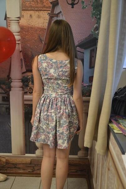 Платье врозу