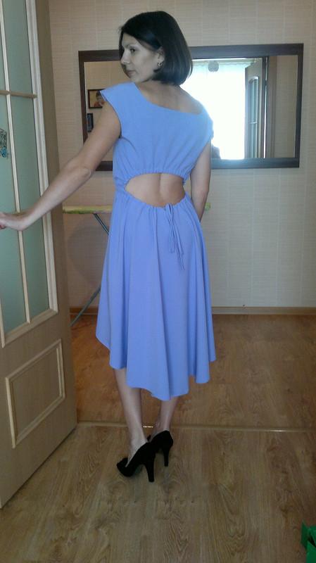 Платье сассиметричной юбкой