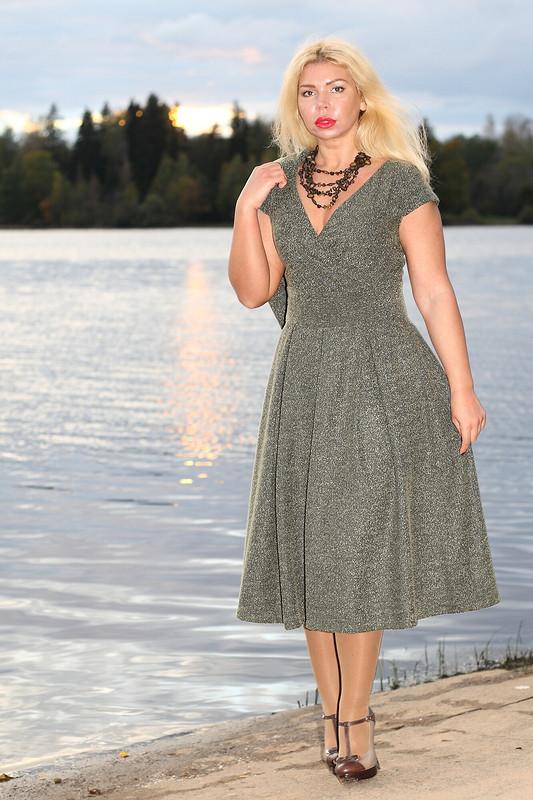 Зеленый твид платье