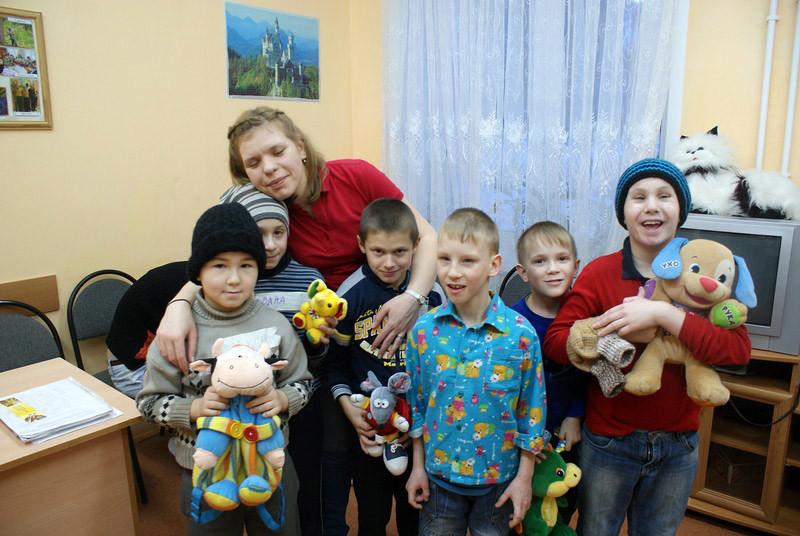 Дети очень рады вашим подаркам!