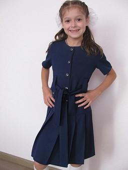 Работа с названием Еще одно школьное платье