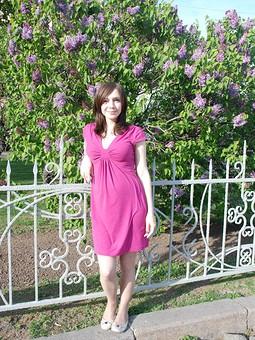 Работа с названием Платье цвета фуксии
