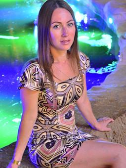 Работа с названием Шикарное шёлковое платье