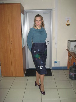 Работа с названием Джинсовая юбка с новогодней тематикой