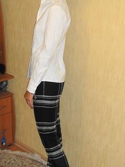 Работа с названием Блузка и брюки