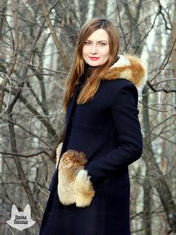 Работа с названием Пальто с мехом лисы