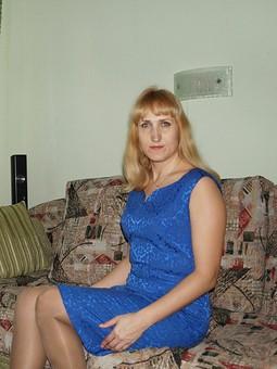 Работа с названием Синее платье жаккард