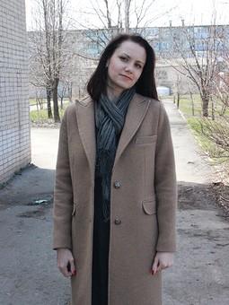 Работа с названием Бежевое пальто