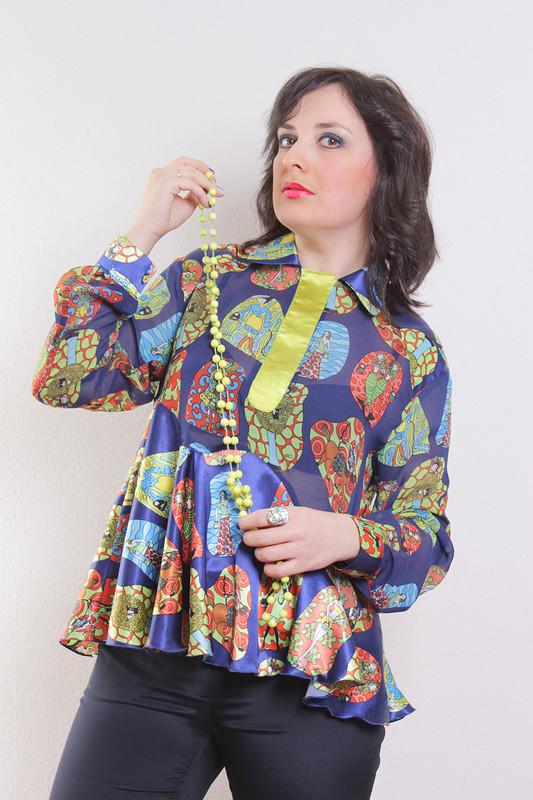 Блузка сдевочками