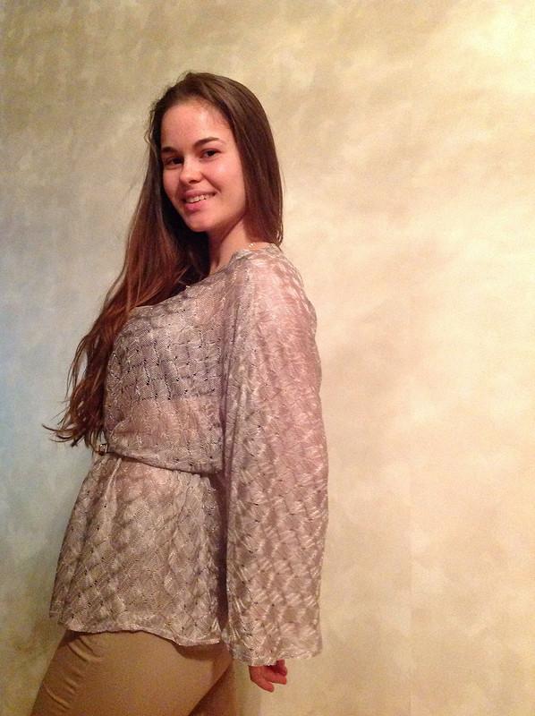 Блуза сцельнокроеным рукавом