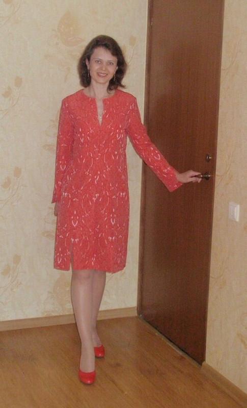 Жаккардовое платье кораллового цвета