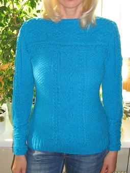 Работа с названием Ярко-голубой пуловер