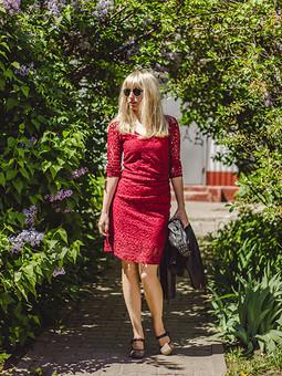 Работа с названием Красное платье=)