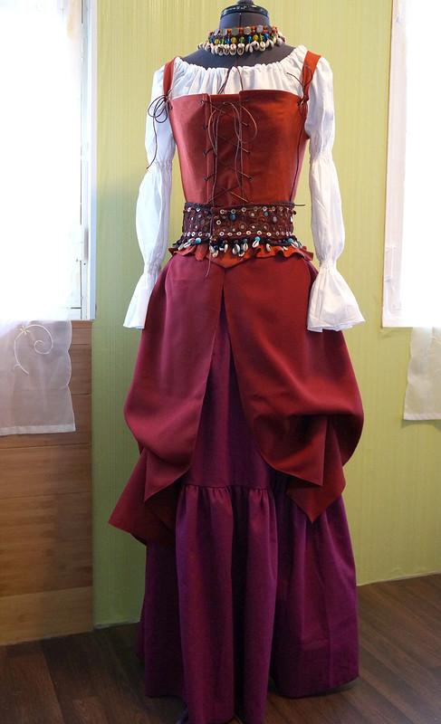 Пиратское платье