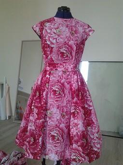 Работа с названием Платье с пионами