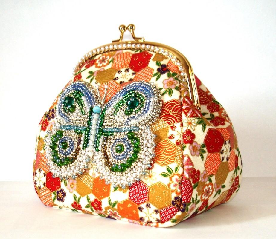 Косметичка нафермуаре свышитой бисером бабочкой от Вера Шашнина