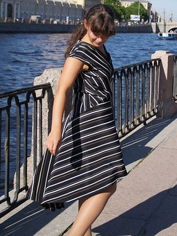 Работа с названием Полосатое платье с хвостом