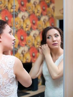 Работа с названием Свадебное гипюровое платье
