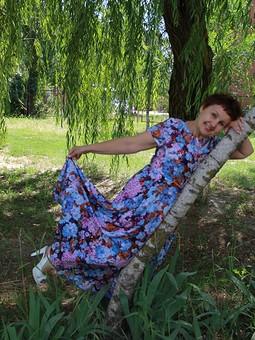 Работа с названием Платье, послушное ветру