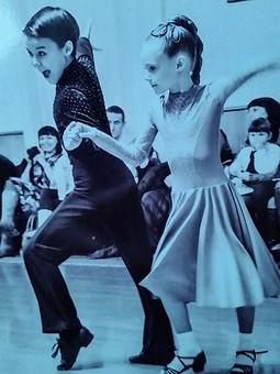 Работа с названием В ритме танца