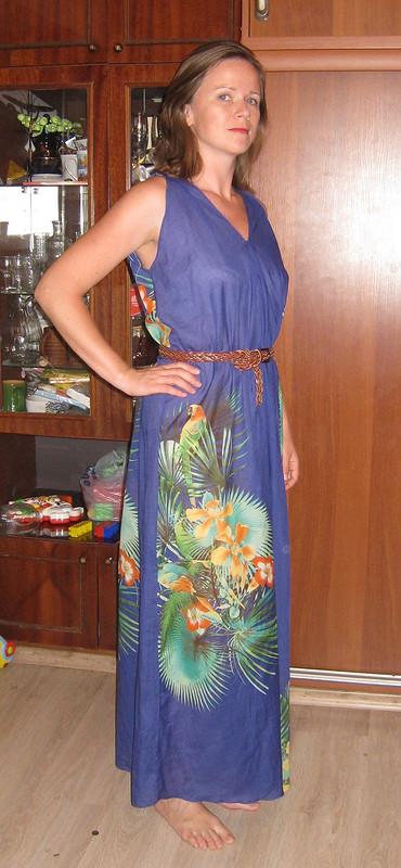 Платье спопугаями от Fusey9