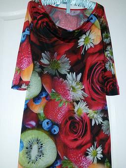 Работа с названием Фрукто-цветочное платье