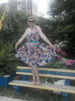 Работа с названием Ещё одно платье